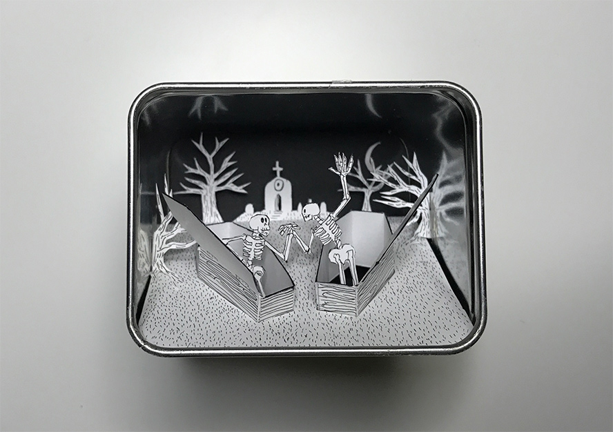 Full view into Earl Grey tin
