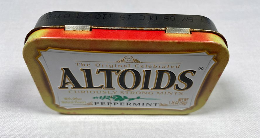 Faded Altoid box, top edge view